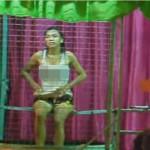 【動画】タイの祭りで流行?ひたすら女性を水に落とすゲームがシュール!