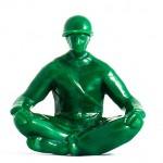 トイストーリーでお馴染みの緑のソルジャートイが「ヨガ始めました」